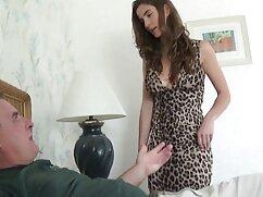 Zapatilla emocionada se señora grande cogiendo autocomplace con un consolador enorme