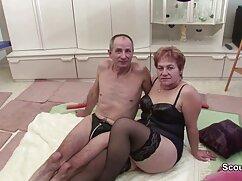 Hermoso cogiendo señora caliente sexo anal en un entorno romántico