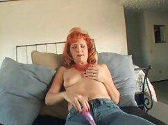 Lesbianas se ponen varios juguetes sexuales cojiendo a señora en el culo