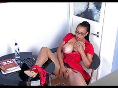 Rubia glamorosa experimentada doble cojiendo con la señora de la casa penetración