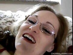 Morena cachonda tiene orgasmos en la polla gorda de señora caliente cojiendo su novio experimentado