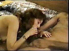La morena dio su culo para ser aplastado por una gruesa señora caliente cogiendo polla negra ...