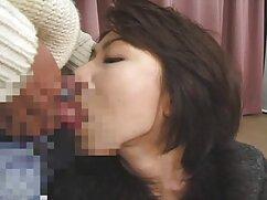 Ella - sosteniendo el cabello de mi esposa mientras chupa la polla cojiendo señora de otro hombre
