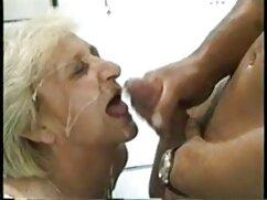 Natalie Blue cogiendo con señora infiel tatuada obtiene un facial desagradable